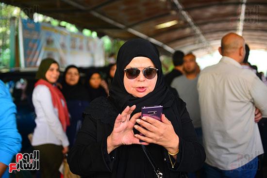 ماجدة زكى فى جنازة هيثم أحمد زكى