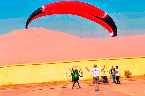 الباراموتور-رياضة-المظلة-الجوية-الساحرة-تظهر-في-سماء-الأقصر--(9)