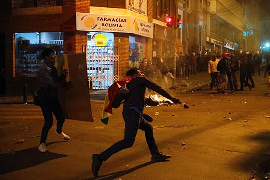 كر وفر بين الشرطة والمتظاهرين