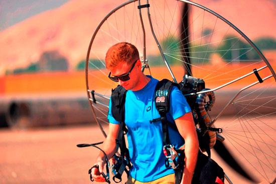 الباراموتور-رياضة-المظلة-الجوية-الساحرة-تظهر-في-سماء-الأقصر--(14)