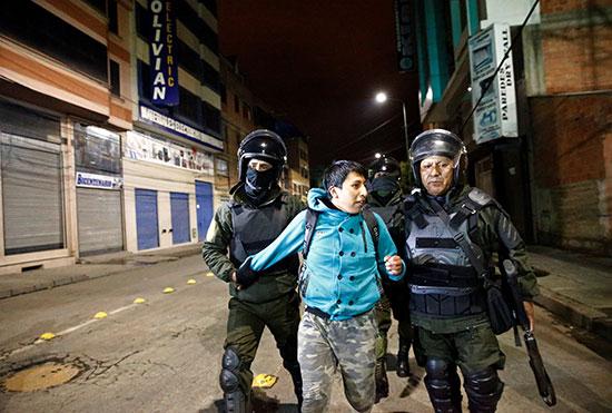 الشرطة تقبض على متظاهر فى بوليفيا