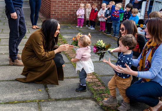 ميجان-مع-الاطفال-فى-ساحة-وندسور