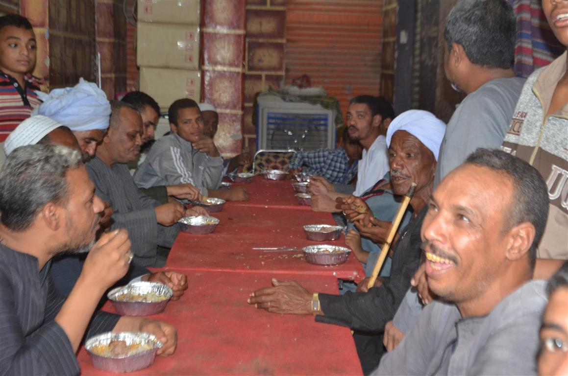 وليمة المولد إحدي عادات وتقاليد جنوبي الأقصر إحتفالاً بالمولد النبوي الشريف (4)