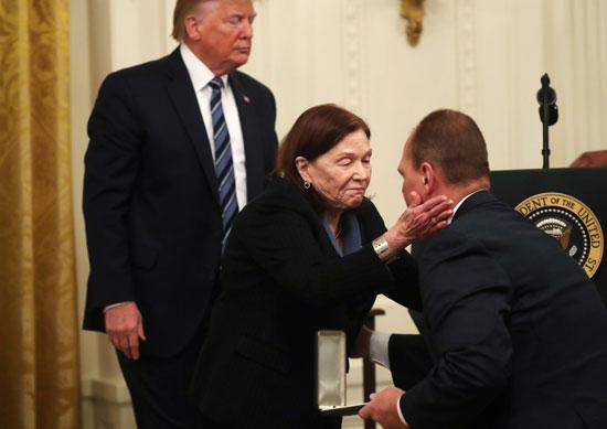 وسام المواطن الرئاسى يقدمه الرئيس الأمريكى سنويا لمن لعبوا دورا مهما فى حياة الأمريكيين