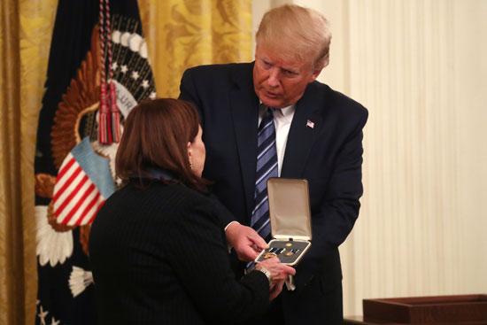 ترامب يقدم الوسام لأرملة ريك ريسكورلا