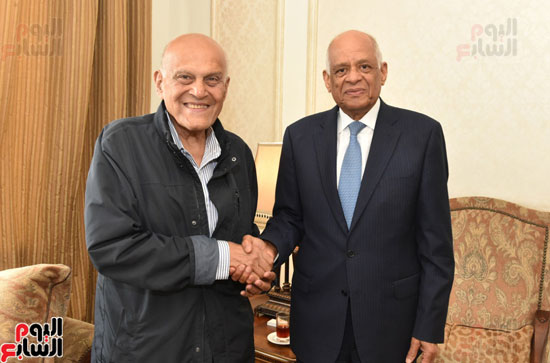رئيس-البرلمان-يلتقى-الجراح-المصرى-العالمى-الدكتور-مجدى-يعقوب-(3)