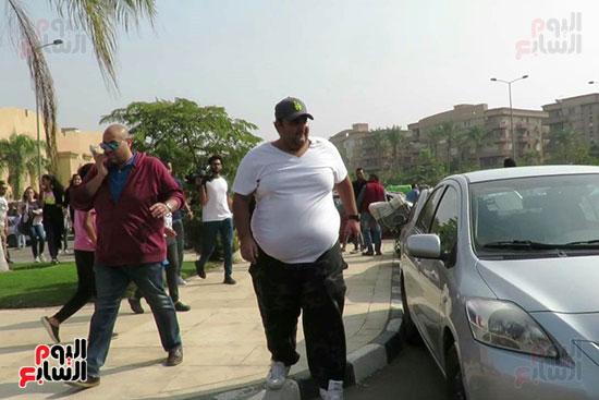 شيكو يشارك فى جنازة والد أكرم حسنى