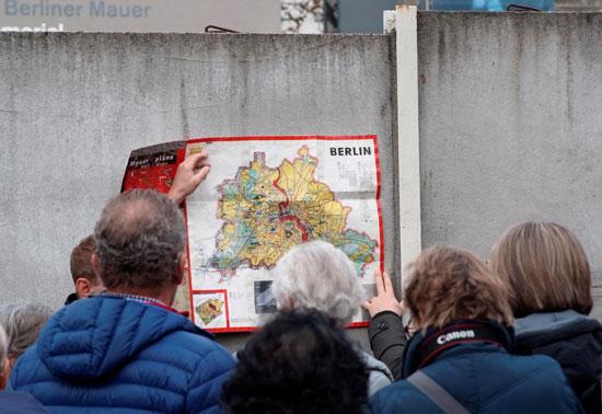 خريطة توضيحية لتاريخ الجدار