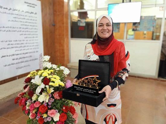 الدكتورة-ايناس-حمدي-ودرع-المسابقة