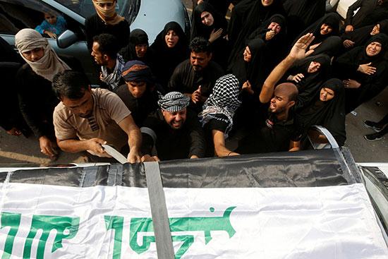 خلال تشييع أحد ضحايا الإحتجاجات