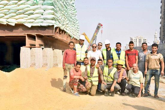 الرئيس عبد الفتاح السيسى يتفقد سير الأعمال الإنشائية بمجموعة مشروعات الطرق والكباري بمنطقة مصر الجديدة (1)