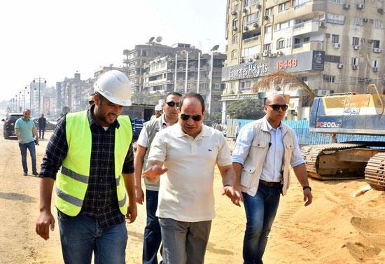 الرئيس عبد الفتاح السيسى يتفقد سير الأعمال الإنشائية بمجموعة مشروعات الطرق والكباري بمنطقة مصر الجديدة (4)