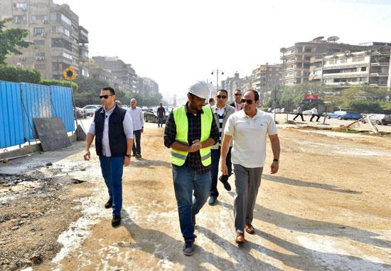 الرئيس عبد الفتاح السيسى يتفقد سير الأعمال الإنشائية بمجموعة مشروعات الطرق والكباري بمنطقة مصر الجديدة (6)