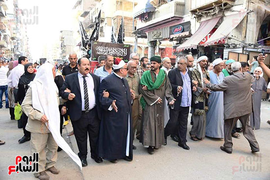 محافظ بورسعيد يستقبل موكب الاحتفال بالمولد (14)