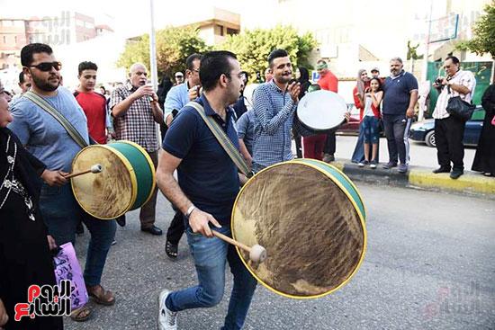 محافظ بورسعيد يستقبل موكب الاحتفال بالمولد (12)