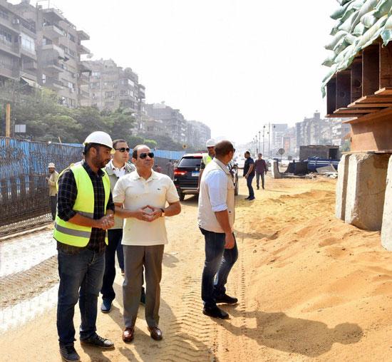 الرئيس عبد الفتاح السيسى يتفقد سير الأعمال الإنشائية بمجموعة مشروعات الطرق والكباري بمنطقة مصر الجديدة (3)
