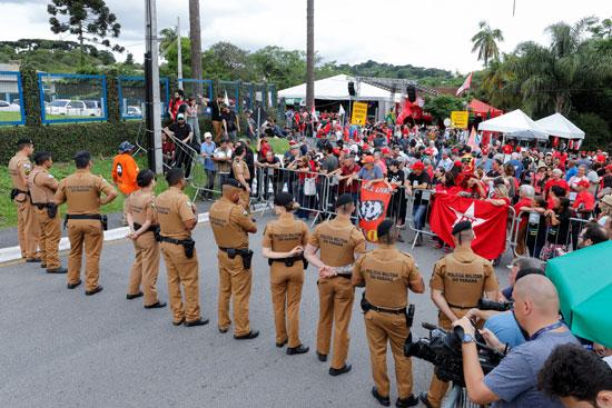 مظاهرات تدعم سيلفا فى البرازيل