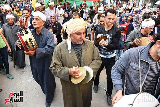 محافظ بورسعيد يستقبل موكب الاحتفال بالمولد (1)