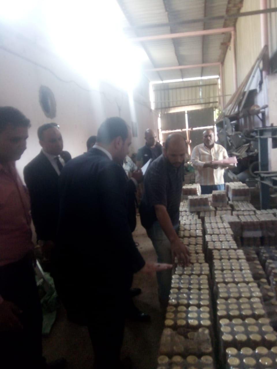 ضبط منتجات حلوى  منتهيه الصلاحية  اثناء اعادة تدويرها  لطرحها بالاسواق (13)