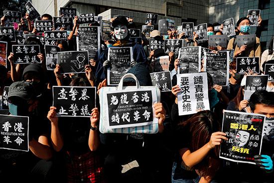 عدد من الخريجين يحضرون حفل احياء ذكرى تشو