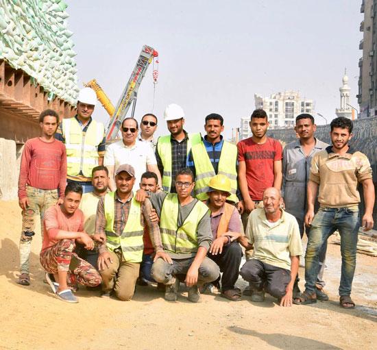 الرئيس عبد الفتاح السيسى يتفقد سير الأعمال الإنشائية بمجموعة مشروعات الطرق والكباري بمنطقة مصر الجديدة (2)