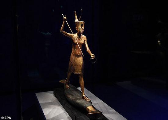 تمثال-للملك-توت-فى-رحلة-صيد