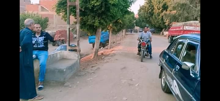 توزيع الحلوى على الطريق بقرية طحلة ببنها (4)
