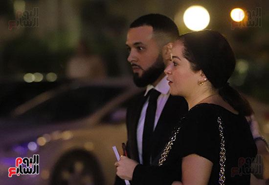 رامى أخو هيثم احمد زكي يصل العزاء (2)