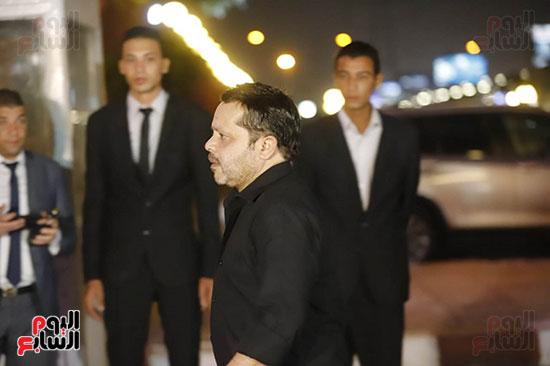 محمد هنيدي اثناء دخوله العزاء