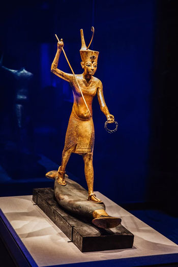 تمثال-ذهبى-من-معرض-الملك-توت