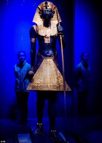 تمثال-وصي-خشبي-مطلي-بالذهب