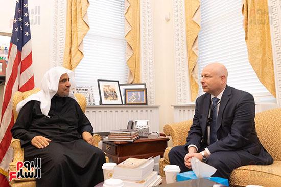 الشيخ العيسى يلتقي مستشار البيت الأبيض جيسون غرينبلات.
