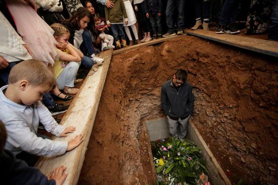 مراسم دفن الضحايا