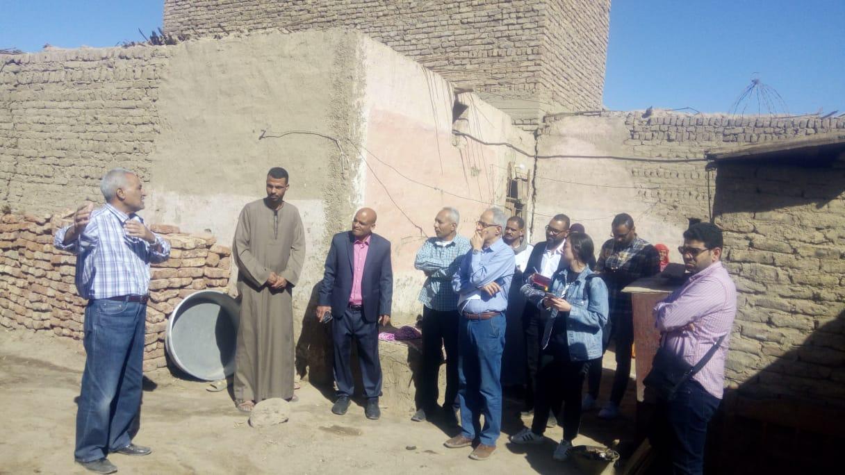 رئيس مدينة إسنا يزور قرية لغريرة إستعداداً لإعادة إعمار 120 منزل (3)