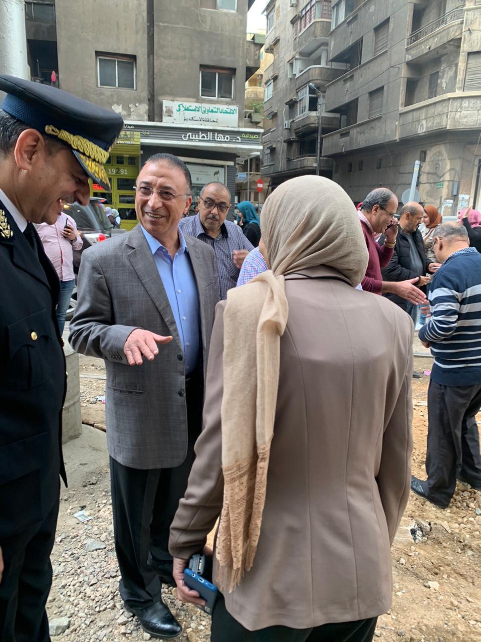 محافظ الاسكندرية يتفقد أعمال إعادة تأهيل مزلقان ترام الوزارة (3)