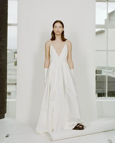 التفكير العصري يتجه نحو الفساتين  ذات الملحقات القابلة للتبديل