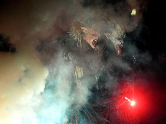 احتفالات مهرجان كرامبوس (2)