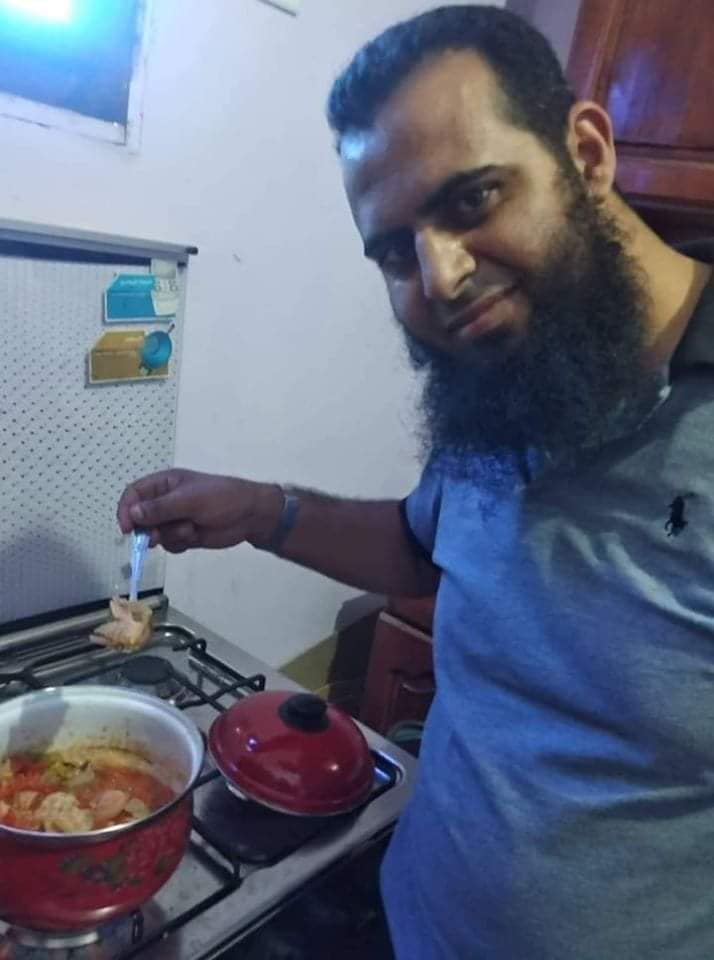 سلفى يطهى الطعام