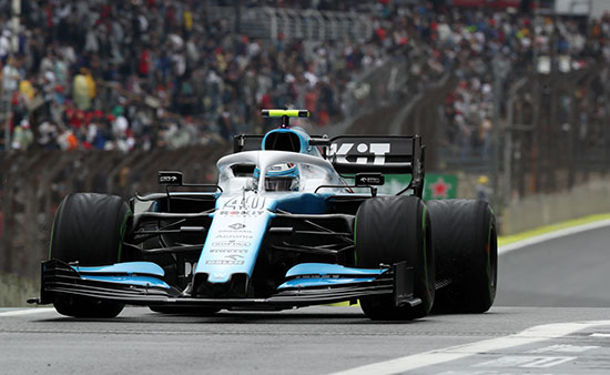 سياره قبل انطلاق السباق