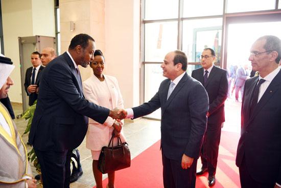 الرئيس السيسى يتفقد معرض القاهرة الدولى للاتصالات وتكنولوجيا المعلومات (8)