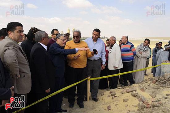 موقع انهيار نهيار السور المحيط بالكنيسة الاثرية بدير ابو فانا بمركز ملوى