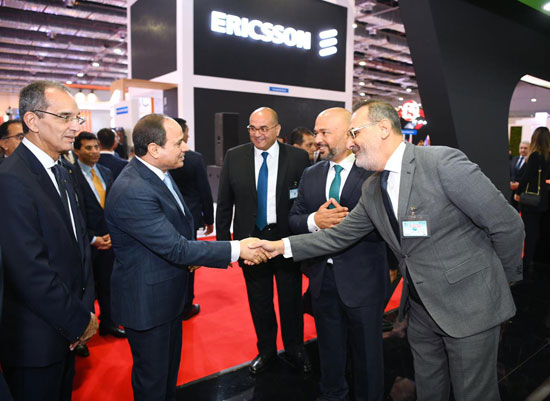 الرئيس السيسى يتفقد معرض القاهرة الدولى للاتصالات وتكنولوجيا المعلومات (6)