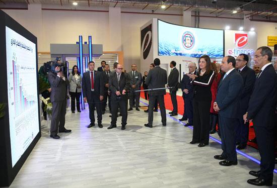 الرئيس السيسى يتفقد معرض القاهرة الدولى للاتصالات وتكنولوجيا المعلومات (2)
