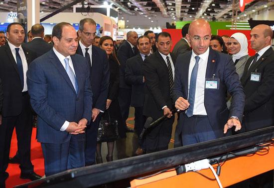 الرئيس السيسى يتفقد معرض القاهرة الدولى للاتصالات وتكنولوجيا المعلومات (1)