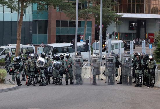 قوات الأمن بهونج كونج كثف تواجدها بالشوارع
