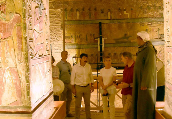4زيارة-رئيس-المجر-لمقبرة-فرعونية-غربي-الاقصر