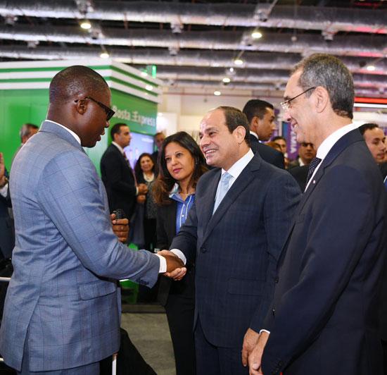 الرئيس السيسى يتفقد معرض القاهرة الدولى للاتصالات وتكنولوجيا المعلومات (5)
