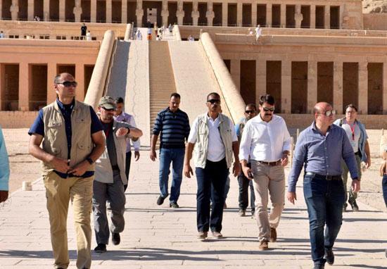 2-زيارة-الرئيس-المجري-لمعبد-الملكة-حتشبسوت-بالدير-البحري