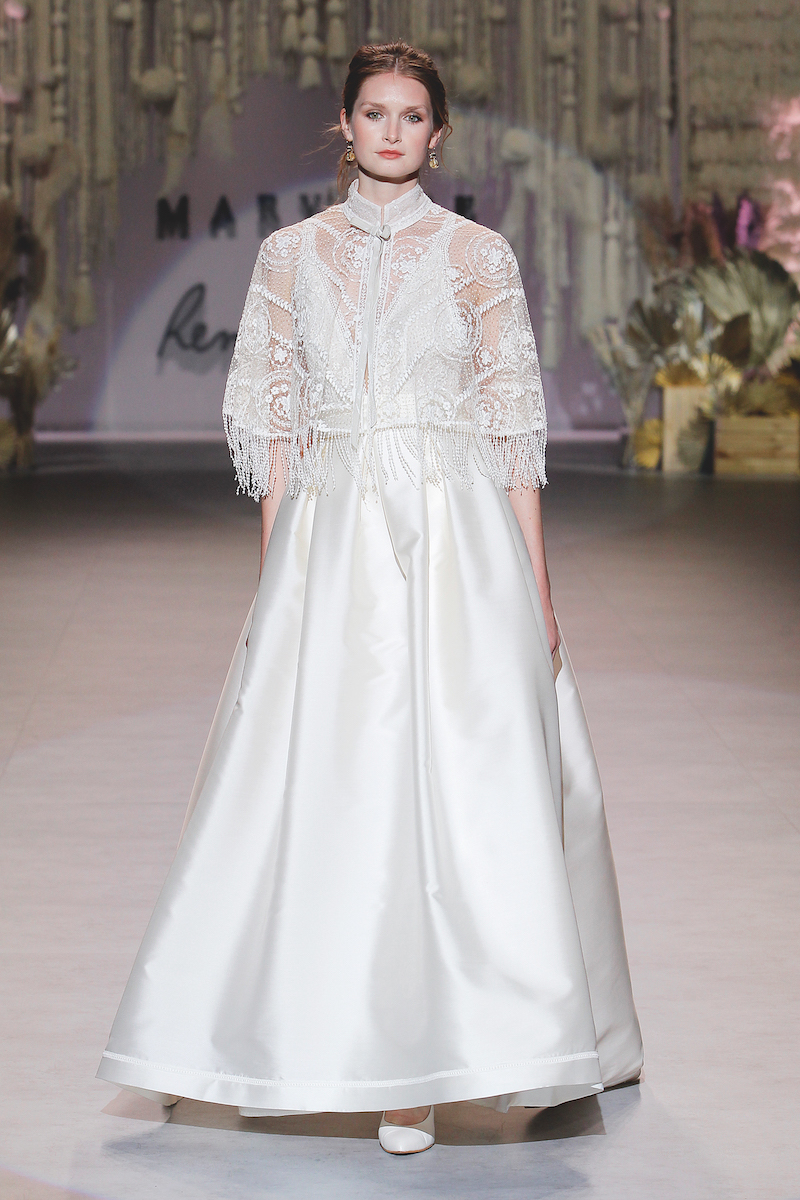 فستان زفاف ساتان بكاب