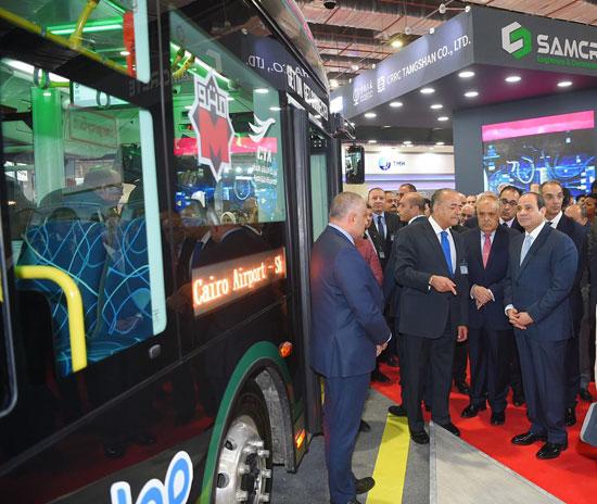 الرئيس السيسى يتفقد معرض القاهرة الدولى للاتصالات وتكنولوجيا المعلومات (3)
